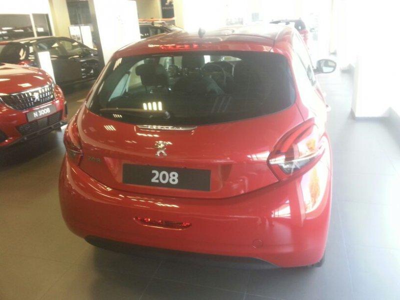 Peugeot 208 5P ALLURE 1.6 BlueHDi 73KW (100CV)