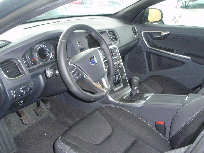 Volvo V60 2.0 DIESEL 5 CIL. 136CV MOMENTUM