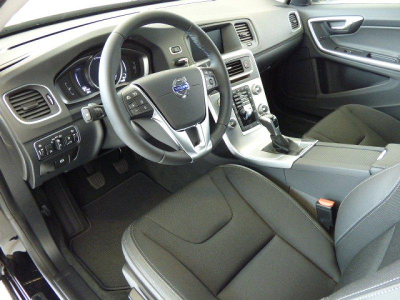 Volvo V60 2.0 T3 Momentum
