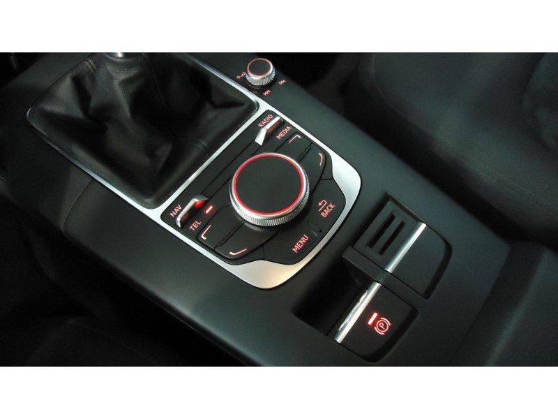 Audi A3 1.6 TDI 110cv clean diesel Attraction