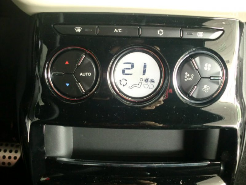 DS DS 3 PureTech 81kW (110CV) EAT6 Café Racer