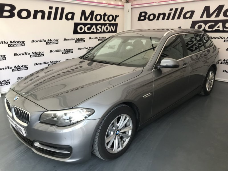 BMW Serie 5 520d Touring Essential Edition