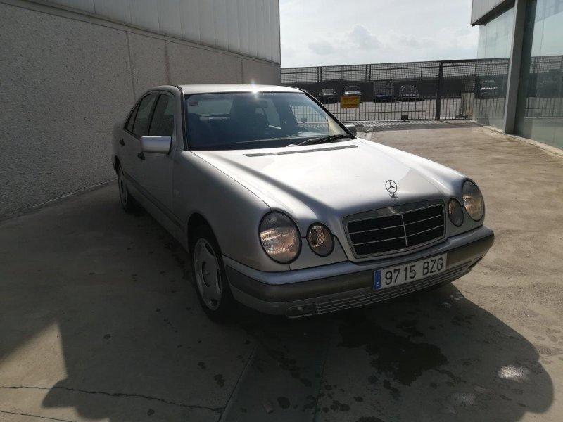 Mercedes-Benz Clase E E 300 DT ELEGANCE