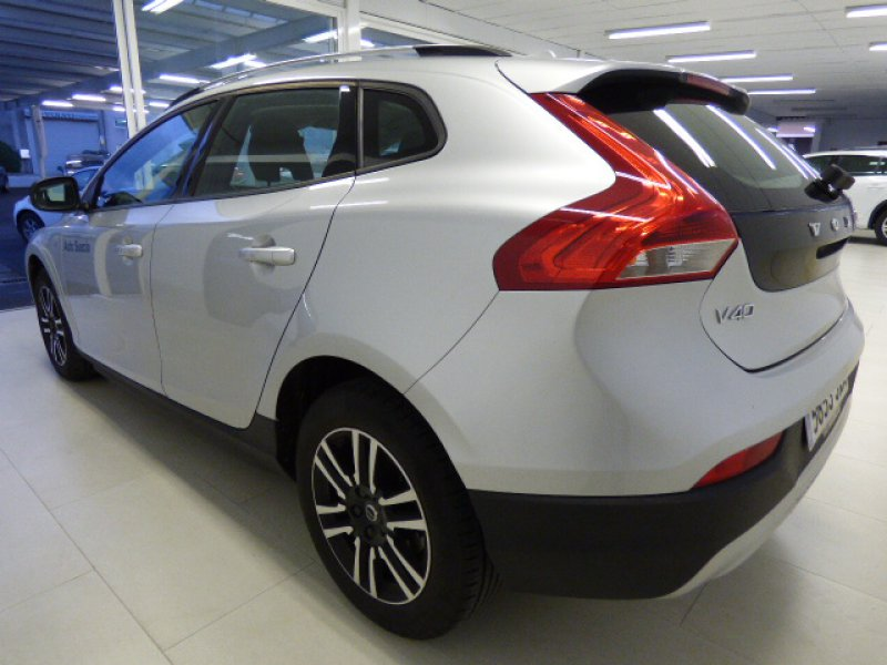Volvo V40 Cross Country 2.0 D2 Auto Momentum