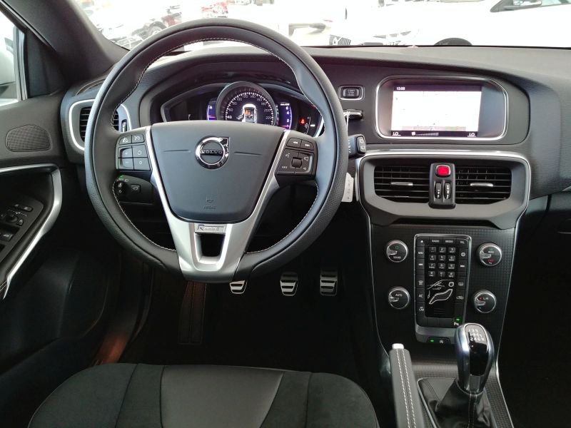 Volvo V40 2.0 T3 R-design R-Design Momentum