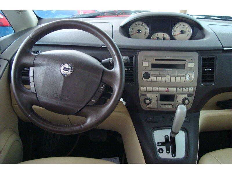 Lancia Musa 1.4 16v DFN 95cv AUTOMÁTICO Platino