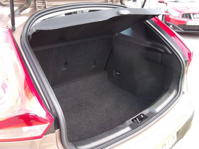 Volvo V40 Cross Country 2.0 D3 Auto Momentum