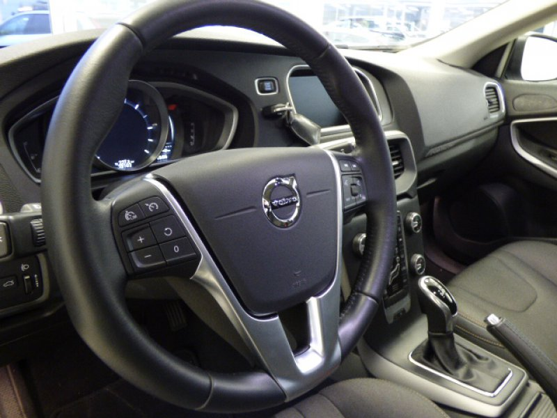 Volvo V40 Cross Country 2.0 D2 Momentum Auto Momentum