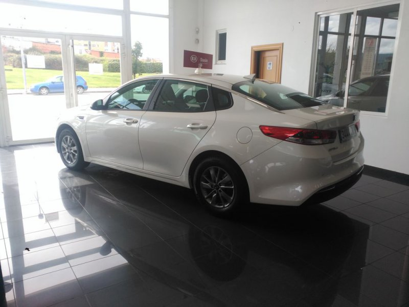 Kia Optima 1.7 CRDi VGT 141CV Eco-Dynamics Business (Llanta aleación 16')