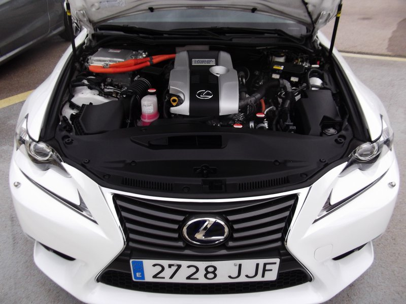 Lexus IS 2.5 300h + Navibox Executive Tecno