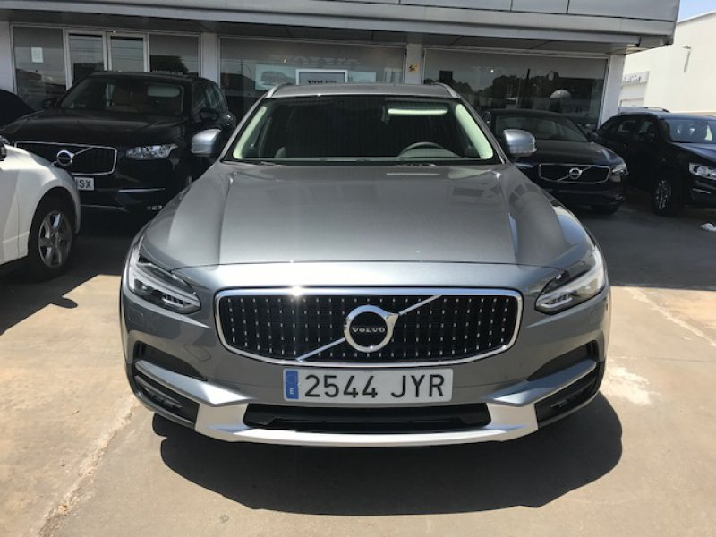 Volvo V90 Cross Country 2.0 D4 AWD Auto -MOMENTUN PLUS