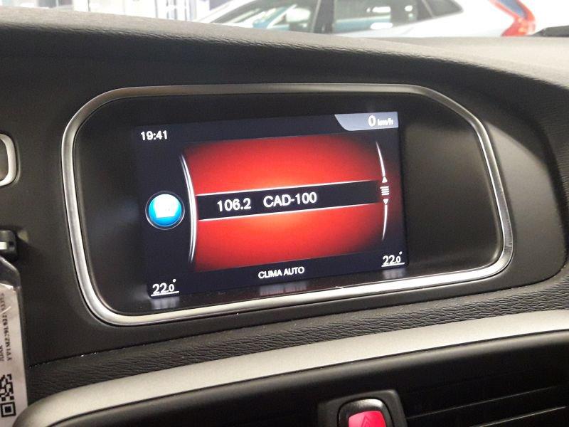 Volvo V40 Cross Country 1.5 T3 Momentum Auto Momentum