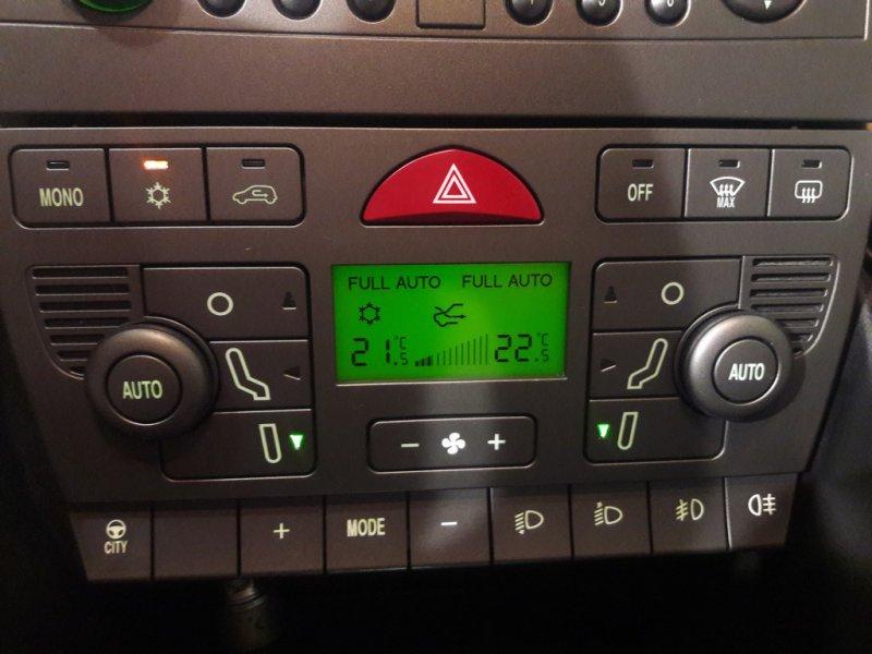Lancia Ypsilon 1.4 16v Platino