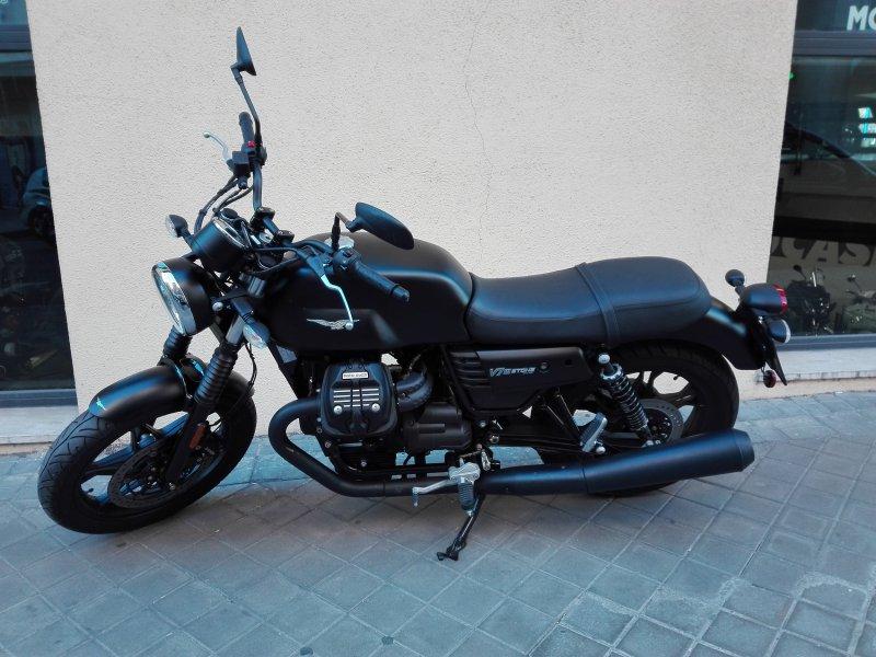 Moto Guzzi V7 Stone III