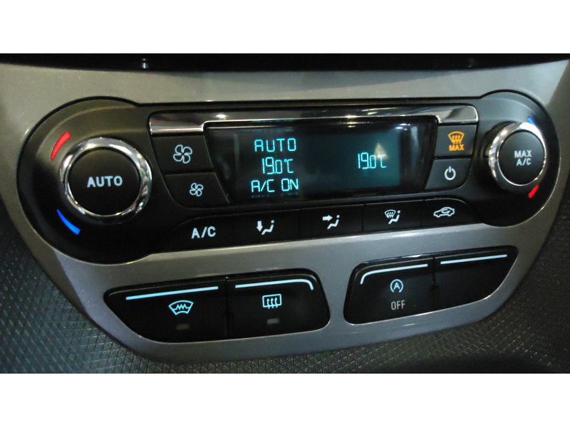 Ford Tourneo Connect 1.5 TDCi 120cv Titanium