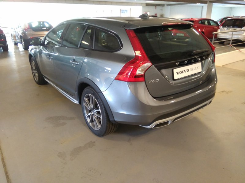 Volvo V60 Cross Country 2.4 D4 AWD Auto Summum