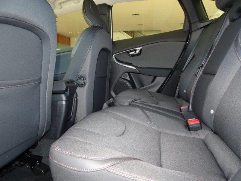 Volvo V40 Cross Country 2.0 D2 Momentum