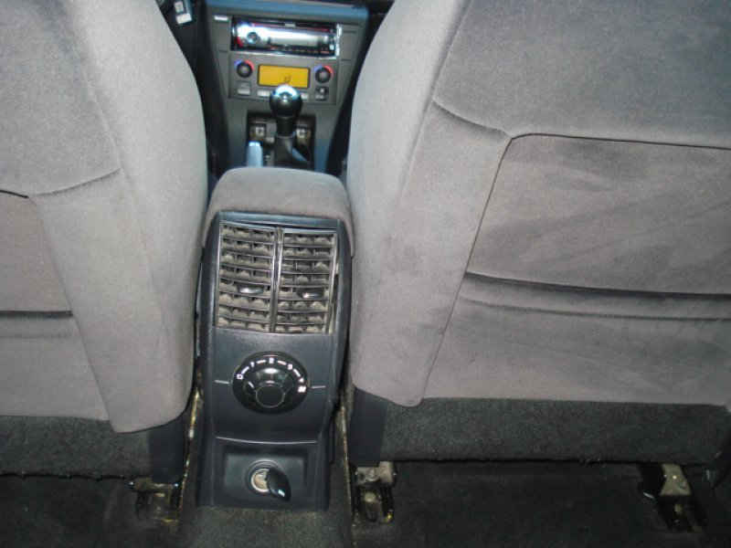 Citroen C4 Sedán HDi 110cv FP LX Plus 4P