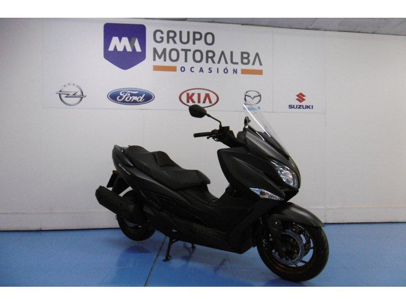 Suzuki-Moto Burgman 400 ABS 400  23 kW ( 31 cv )