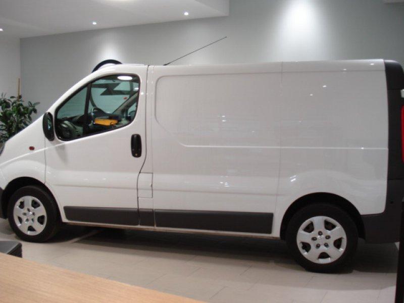 Opel Vivaro 2.0 CDTI 114 CV L1 H1 2.7 FURGON