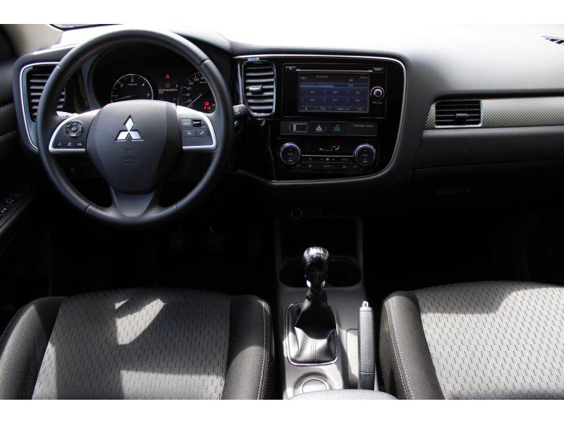 Mitsubishi Outlander 220 DI-D 2WD Motion