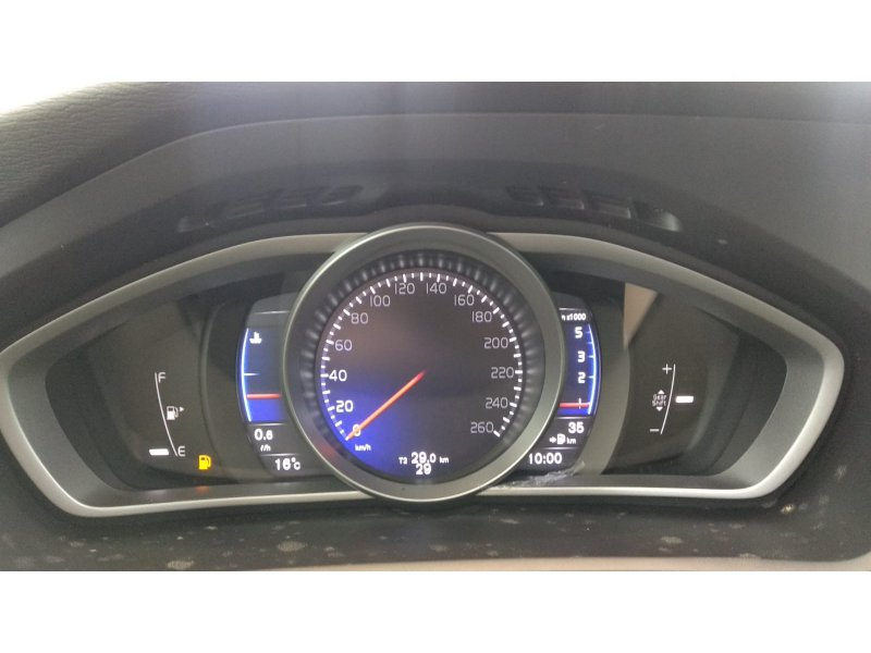 Volvo V40 2.0 D2 120 cv R-Design Momentum
