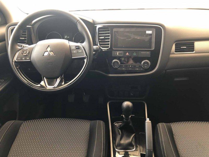 Mitsubishi Outlander 220 DI-D 2WD 5 Plazas Motion