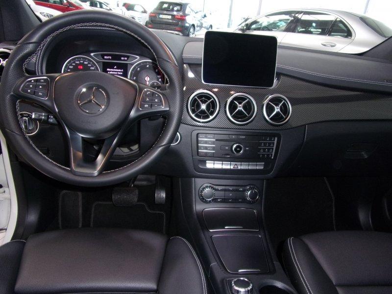 Mercedes-Benz Clase B B 200 d SPORT AMG Line