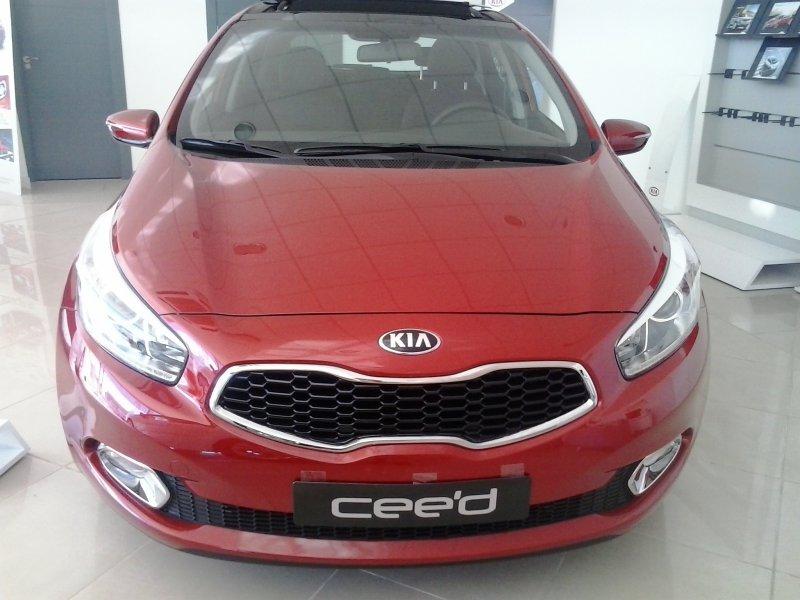 kia ceed 1600 1.6 crdi drive pack comfort diesel rojo con 15000kms