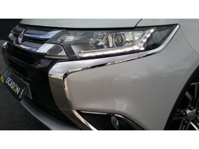 Mitsubishi Outlander 220 DI-D 2WD 7 Plazas Motion MMsc