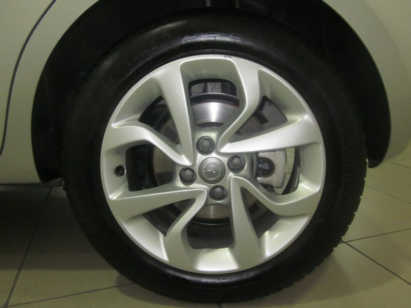 Opel Corsa 1.4  (90CV) Selective
