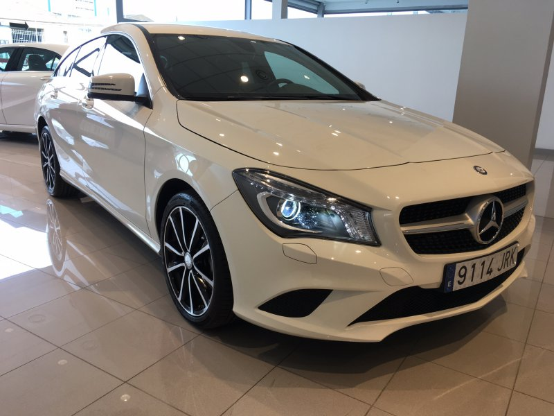 mercedes benz clase cla cla 200 cdi shooting brake urban diesel blanco con 14000kms en lleida. Black Bedroom Furniture Sets. Home Design Ideas