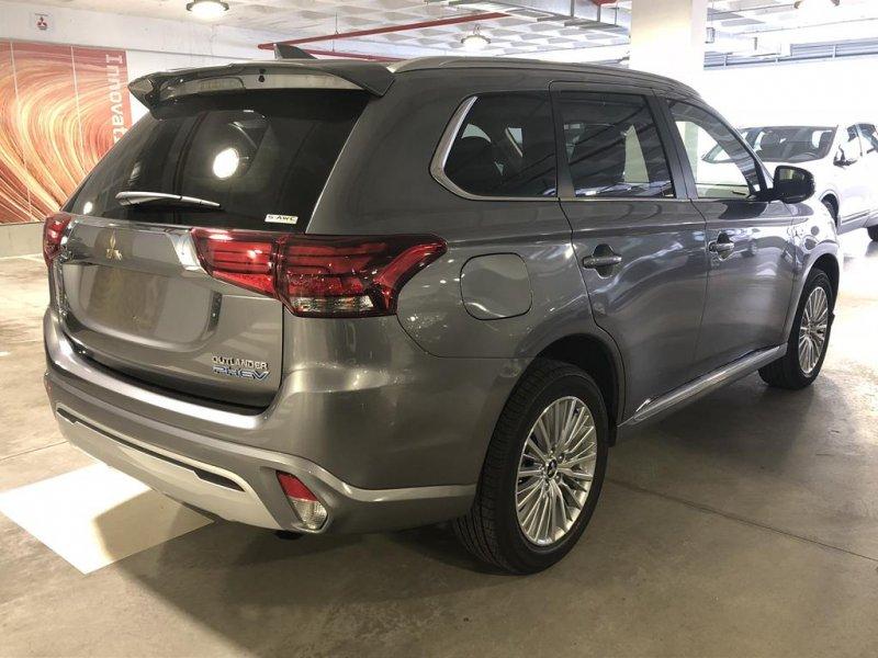Mitsubishi Outlander 2.4 PHEV Auto 4WD MOTION