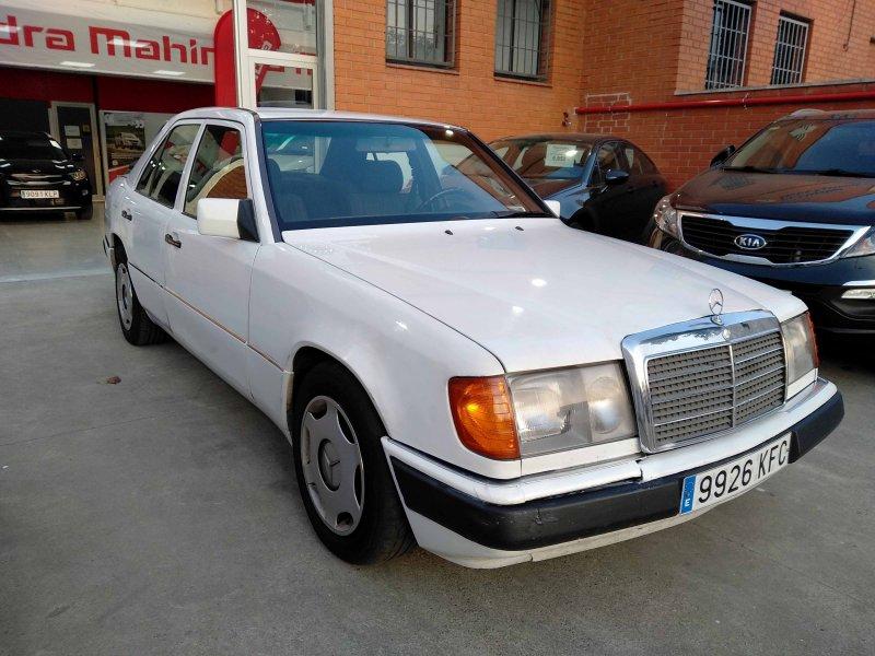 Mercedes-Benz 260 2600