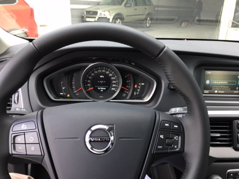 Volvo V40 Cross Country 2.0 D2 Auto Cross Country