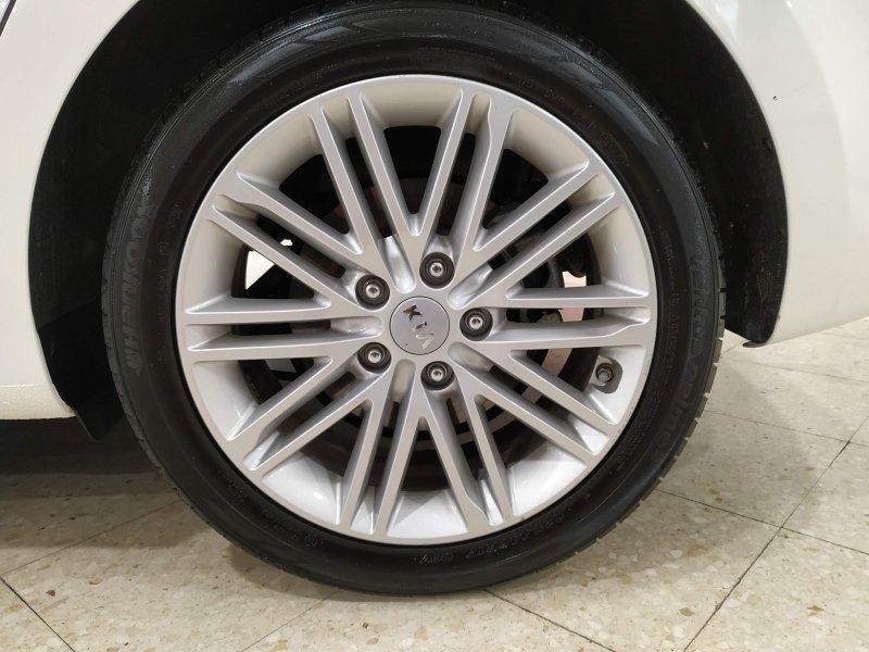 Kia Carens 1.6 GDi 135CV Drive de 5 plazas Drive