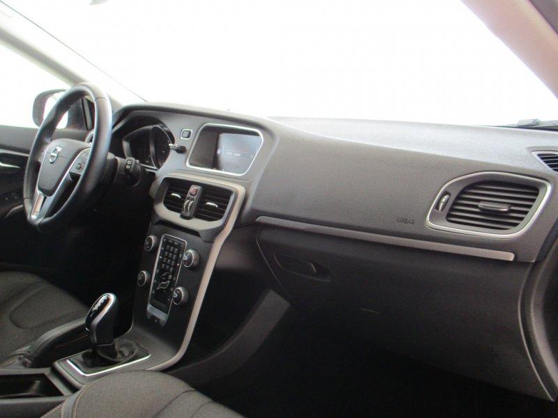 Volvo V40 Cross Country 2.0 D2 Auto Momentum