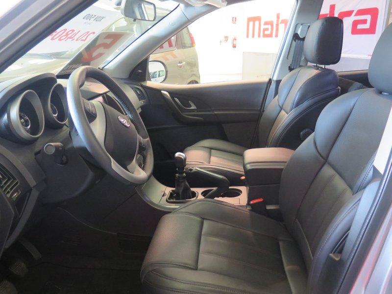 Mahindra XUV500 XUV 500 - 2WD (4X2) - 7 plazas W10